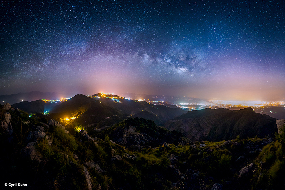 Milky Way above city lights - Astro Photography by LLA Alumni Cyril Kuhn
